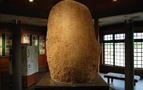 東国に日本の中心が存在した?青森に佇む「日本中央の碑」